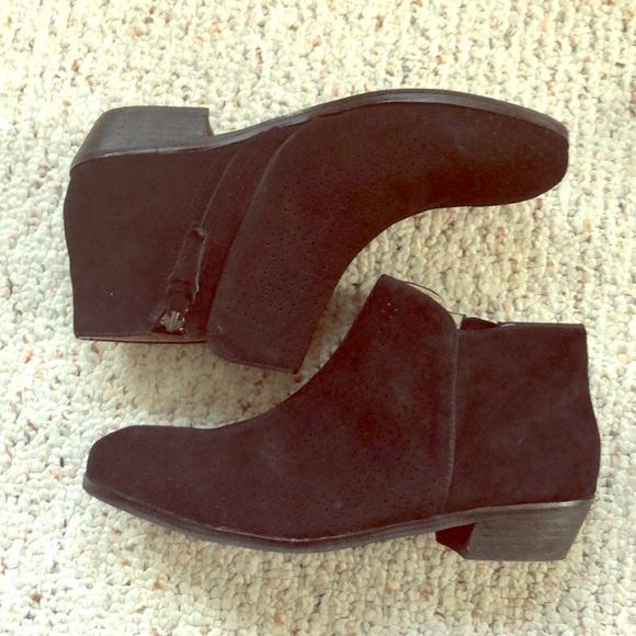 e9a690dfeb2d45 Soft walk Rocklin Perf Black Suede booties. M 5a5a68343afbbd4a34e5948c